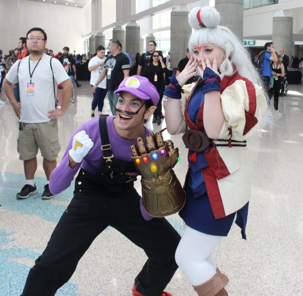 Waluigi wearing the infinity gauntlet and Paya (from Breath of the Wild) at LA Comic Con 2018.