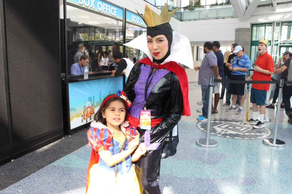 Mother poses as Maleficent with young daughter as Snow White at LA Comic Con 2018.